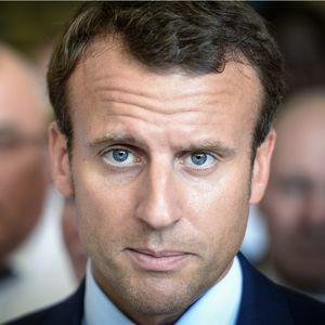Macron_con.jpg