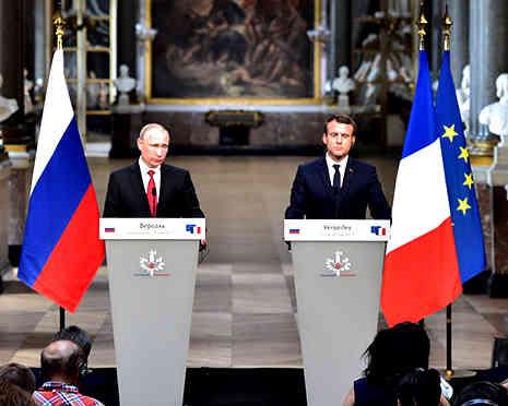 Macron_meets_Poutine.jpg