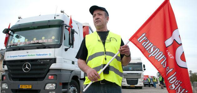 Nouvelles du front : com' manquée de Macron, arrivée des routiers…