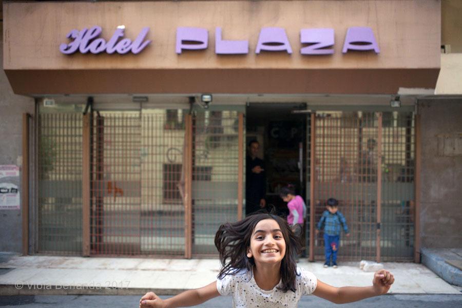Devant l'hôtel Plaza à Athènes