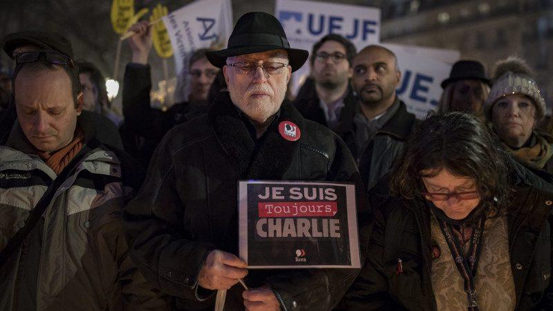«Toujours Charlie» : la désintégration d'une élite bien blanche sur elle
