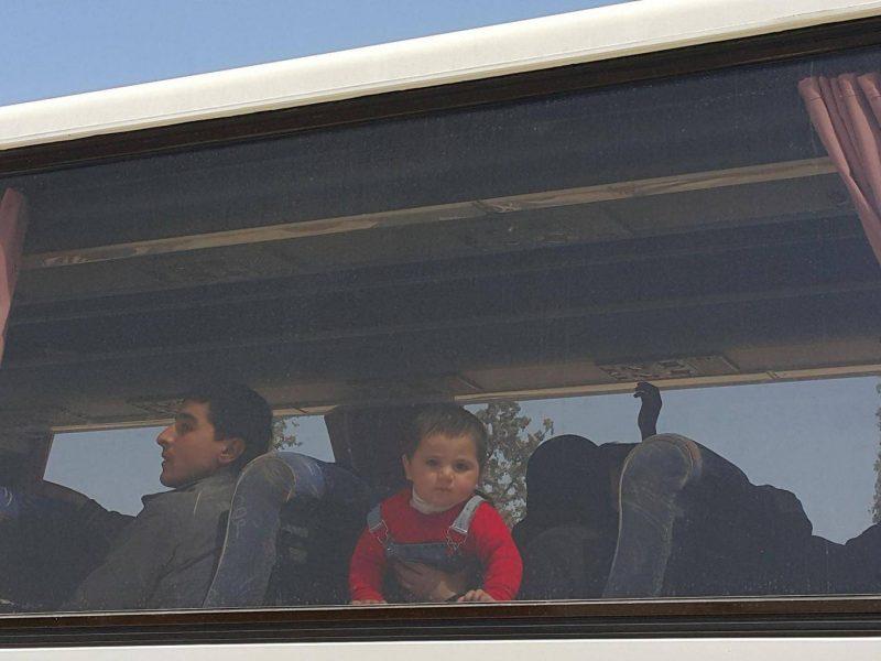 Robert Fisk : voyez comment les combattants islamistes sont évacués de la Ghouta déchirée par la guerre