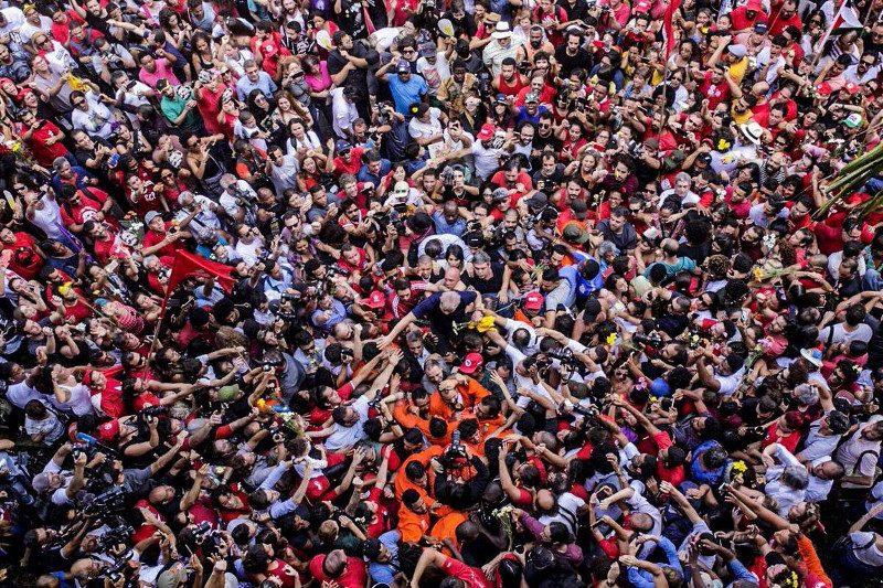 """Démocratie kleenex: la """"justice"""" brésilienne jette Lula en prison"""