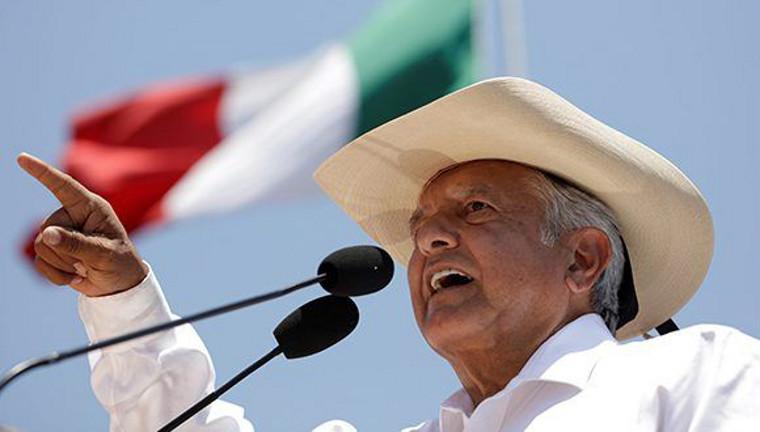 Mexique : une bombe de gauche au pied du mur texan