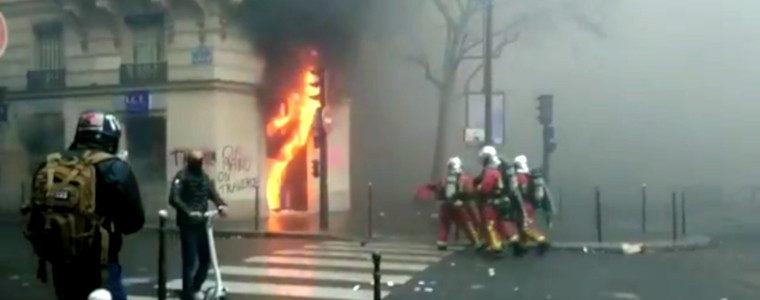 Gilets jaunes : la violence symbolique de Macron et son monde
