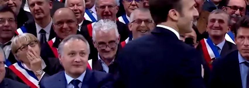 """Images des """"derniers jours"""" d'une 5e République sombrant dans la démence"""