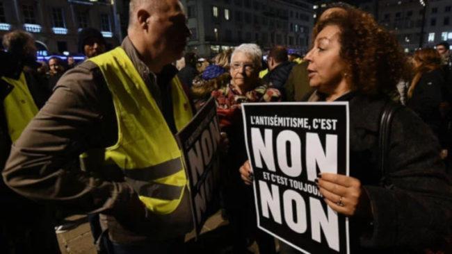 Des Gilets jaunes dans une manifestation «contre l'antisémitisme» : prolophobie