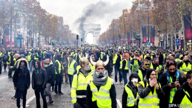 Sondage : 5,5 millions des Français se sentent Gilets jaunes
