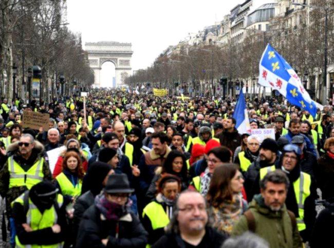 Gilets jaunes acte 16 : visibilité persistante des Gilets jaunes, usure manifeste des forces de l'ordre