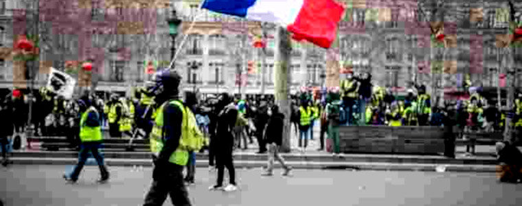 Appel à l'armée, manifestations interdites, manifestants considérés comme émeutiers : stratégie pour faire face à la panique répressive du régime
