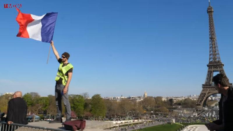 Gilets jaunes, guerre d'usure : de «Macron démission» à «révolution !»