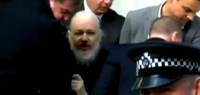Le meilleur hommage que nous pouvons rendre à Julian Assange, c'est de reprendre son flambeau pour abattre l'empire du mal