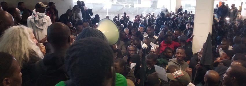 Les Gilets noirs envahissent l'aéroport Roissy-CDG : on ne fait pas la révolution en demandant la permission !