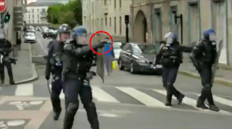 Gilets jaunes acte 26 : à Nantes, un policier pointe son pistolet sur un automobiliste accompagné d'enfants