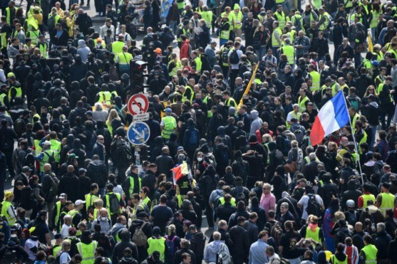 1er mai, Paris capitale de l'émeute : «Espèce d'ordure, Macron, t'es qu'une merde !»