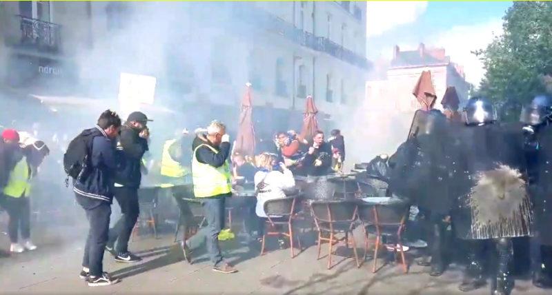 Gilets jaunes, acte 26 : malgré les violences policières, les lacrymos, les LBD40 et maintenant les armes à feu…