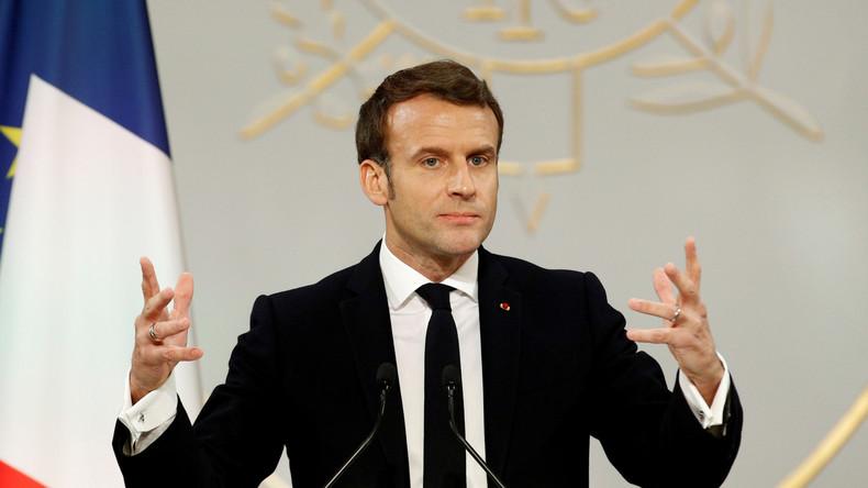 Vœux de Macron à la presse : c'est l'histoire d'un mec qui coule